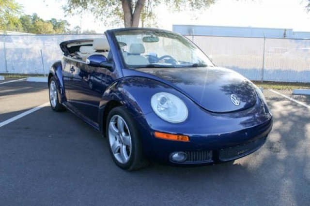 pre owned 2006 volkswagen new beetle convertible 2 5l convertible in jacksonville 63174a. Black Bedroom Furniture Sets. Home Design Ideas